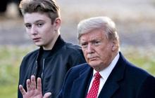 """Ông Trump nói con trai Barron hết mắc Covid-19 """"trong 15 phút"""""""
