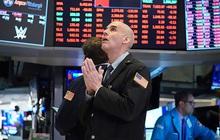Nhà đầu tư ồ ạt bán tháo khi bất ổn bao trùm Phố Wall, Dow Jones rơi hơn 900 điểm