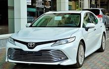 """Thua đau Vinfast Lux, """"tượng đài"""" sedan Toyota Camry, Mazda 6 giảm giá tới 50 triệu"""
