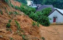 Đồi núi lở, đất đá tràn xuống 'uy hiếp' hàng trăm hộ dân miền núi Nghệ An