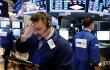 Phố Wall 'hụt hơi' sau khi lập đỉnh lịch sử, Dow Jones rớt hơn 170 điểm