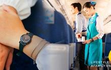 Những bí mật sau chiếc đồng hồ bất ly thân của tiếp viên hàng không trên máy bay, hóa ra công dụng chẳng dừng lại ở việc xem giờ