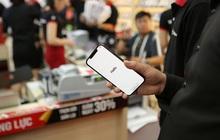 """Cổ phiếu FPT Shop """"cháy hàng"""", giao dịch cao kỷ lục sau ngày mở bán iPhone 12"""