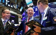 Nhà đầu tư ồ ạt chốt lời, Dow Jones rớt hơn 200 điểm nhưng vẫn ghi nhận tháng khởi sắc nhất kể từ năm 1987