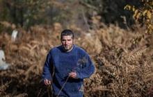 Người đàn ông bỏ phố lên rừng, sống tránh xa công nghệ, chỉ lâu lâu xuống núi thi chạy marathon