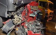 Hà Nội: Tai nạn liên hoàn trong đêm, 4 người thương vong