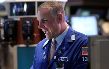 Phố Wall khởi sắc trong nhiều ngày liên tiếp, S&P 500 tiến sát mức đỉnh lịch sử, Nasdaq lần đầu tiên vượt mốc 11.000 điểm