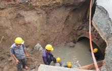 Dưới hố sâu vừa xuất hiện ở góc Phan Văn Trị - Nguyễn Oanh, có gì?
