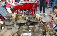 """Hàng xách tay từ nước ngoài bị ngưng trệ, dân buôn ở chợ đồ cổ nổi tiếng bậc nhất Sài Gòn """"đói hàng"""""""