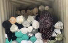 Phát hiện kho hàng chứa hơn 80 tấn vải cuộn không rõ nguồn gốc xuất xứ
