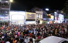 Người dân Đà Nẵng nô nức xuống đường xem múa Lân trước Tết Trung thu, giao thông ùn tắc