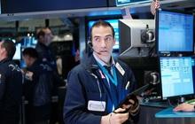Nhà đầu tư cân nhắc về đề xuất cho gói kích thích mới, Dow Jones có lúc rớt hơn 300 điểm