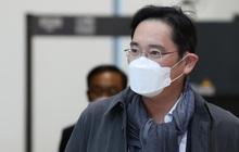 Thái tử Samsung lĩnh án 2,5 năm tù, bị bắt ngay tại tòa