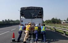 Tài xế dừng xe trên cao tốc TP. HCM – Trung Lương để... ngủ