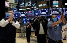 Cổ phiếu công nghệ bứt phá mạnh mẽ, Nasdaq chạm đỉnh lịch sử
