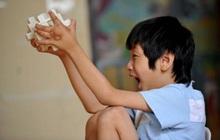 """Cậu bé 10 tuổi có khả năng """"ghi nhớ"""" siêu phàm, tự học thông thạo 4 ngoại ngữ, ai cũng tưởng là thần đồng nhưng sự thật đằng sau khiến bố mẹ vô cùng đau lòng"""