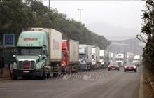 Hàng nghìn xe container chở hàng bị mắc kẹt ở cửa khẩu Kim Thành- Lào Cai