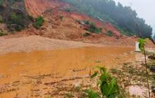 Đường ven biển ở Hà Tĩnh sạt lở nghiêm trọng