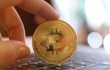 Bitcoin lập đỉnh mới, vượt 67.000 USD, USD giảm nhanh