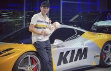 Phan Công Khanh 'chơi lớn': Phủ decal tên con gái lên Ferrari 458 Italia để làm nền chụp hình mừng đầy tháng