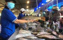 Người dân TPHCM kéo nhau đi mua thịt, cá, tôm, cua... giá rẻ
