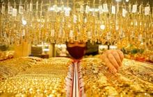 Giá vàng thế giới tạm dứt đà tăng sau 5 phiên đi lên liên tục, vàng trong nước tiến gần mốc 59 triệu đồng/lượng