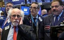 Phố Wall 'rực lửa', Dow Jones mất hơn 500 điểm khi lợi suất trái phiếu đột ngột tăng cao
