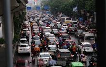 Giao thông Hà Nội ngày đầu tuần ùn tắc dưới trời mưa phùn ẩm ướt