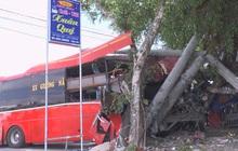 CLIP: Xe khách va chạm với nhóm người đạp xe thể dục, 3 người chết, 2 bị thương