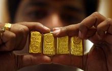 Giá vàng thế giới bốc hơi 2% tuần này, áp lực giảm vẫn lớn