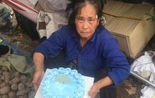 Khoảnh khắc xúc động ngày 8/3: Người mẹ già bán rau ven đường nhận chiếc bánh kem và lời chúc mừng mà cậu con trai chưa bao giờ nói