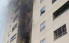 Cháy tại chung cư 20 tầng, người dân ôm trẻ em, người già tháo chạy xuống dưới