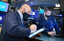 Phố Wall rời đỉnh lịch sử, Dow Jones có lúc mất 200 điểm khi cổ phiếu công nghệ giao dịch trong sắc đỏ