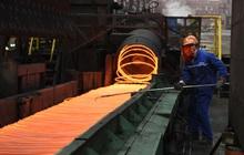 """Vì sao giá quặng sắt """"nóng bỏng tay"""", tăng 10% chỉ trong vài phút?"""