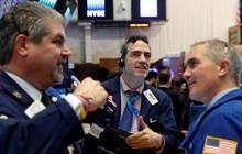 Nhà đầu tư lạc quan chờ đợi số liệu việc làm tháng 4, Dow Jones bứt phá hơn 300 điểm và chạm mức kỷ lục