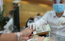 Ngân hàng bật chế độ phòng chống COVID-19 cấp độ mới, tiền thu về đều phải khử khuẩn