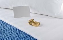 """Bí mật viên kẹo chocolate nhân viên buồng phòng đặt trên giường của khách mỗi tối, hóa ra đó là cách chiều """"thượng đế"""" không phải dạng vừa của các khách sạn 5 sao"""