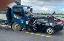 Hưng Yên: Xe ô tô 5 chỗ đối đầu xe tải khiến 3 người tử vong