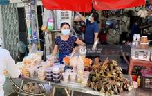 """Hôm nay Tết Đoan Ngọ cả Sài Gòn đi chợ sớm: Cơm rượu - bánh tro chiếm hết spotlight, người mua kẻ bán """"lẹ tay"""" vì sợ con """"Cô Vít"""""""