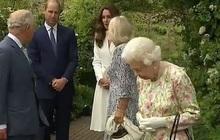 """Công nương Kate """"gây sốt"""" MXH với khoảnh khắc ấm áp bên gia đình chồng, nhà Meghan lại bị tố nói dối khiến Nữ hoàng Anh khó xử"""