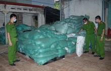 Phát hiện 13,5 tấn găng tay y tế bẩn chuẩn bị đưa đi tiêu thụ