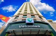 """Cổ phiếu ngân hàng """"xanh"""" trở lại, VCB lập đỉnh mới trong phiên cuối tuần"""