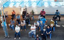 Ảnh: 8.000 người dân quận Bình Thạnh tiêm vaccine Covid-19 trong chiến dịch tiêm chủng lớn nhất lịch sử