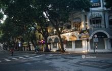 Hà Nội ngày đầu thực hiện giãn cách xã hội theo Chỉ thị 16: Đường phố vắng lặng, hàng quán đóng kín cửa im lìm