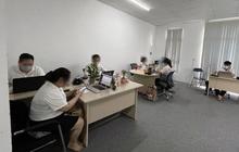 """Hà Nội: Bất chấp Chỉ thị 17, 24 người """"miệt mài"""" làm việc tại văn phòng công ty bán lẻ dụng cụ thể thao"""