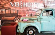 Khám phá V8 Hotel: Ngủ trên giường Mercedes-Benz, BMW, xung quanh toàn đồ cho hội cuồng xe