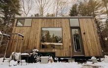 """Sau 365 ngày đi khắp nơi trên thế giới, cặp đôi người Mỹ chọn dừng chân với căn nhà gỗ trong rừng, sống một đời đơn giản: """"Tối giản để tập trung vào ý nghĩa cuộc sống"""""""
