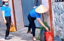 Nhận đồ đi chợ đưa đến tận nhà, tôi có cần xịt khử khuẩn toàn bộ trước khi cầm vào gói hàng?