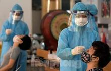 Hàng nghìn người dân sống gần Bệnh viện Phổi Hà Nội làm xét nghiệm COVID-19
