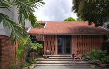 Ngôi nhà gạch thiết kế ngẫu hứng trên sườn đồi ở Sơn La xuất hiện trên báo Mỹ